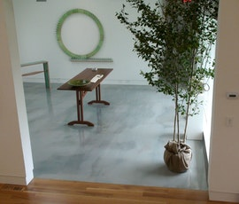 The Dee Dee Shattuck art gallery has the Lumiere Metallic Epoxy Floor Coating system installed. (thumbnail)