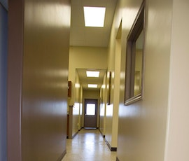 Hallways as well as animal holding cells and the ER utilize garage floor epoxy coatings in theis veterinary clinic. (thumbnail)