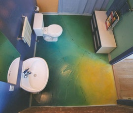vibrant bathroom (thumbnail)